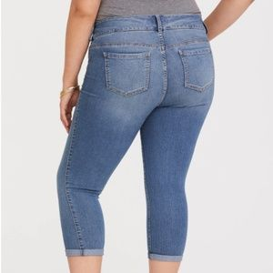torrid Jeans - Torrid | Medium Wash 3 Button Cropped Jegging